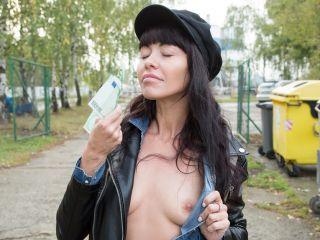 Sasha Colibri Mouthful Of Cum For Sexy Brunette